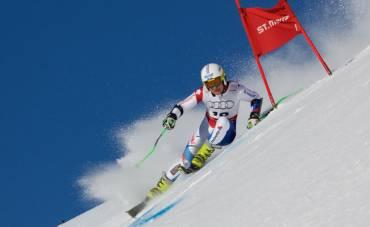 Schweizer Skirennläufer Cédric Noger testet HOFMANN Sportgetränke